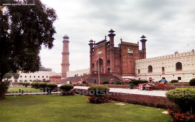 Badshahi Masjid Gallery