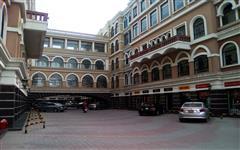 Bomanji Square Photo