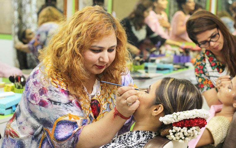 beauty-parlour-karachi-services.jpg