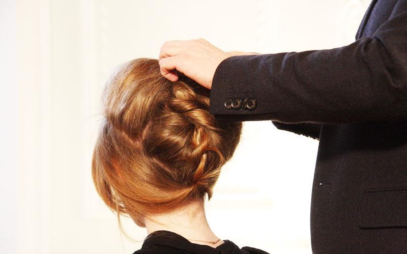 party-hair-style-in-beauty-parlour-karachi.jpg