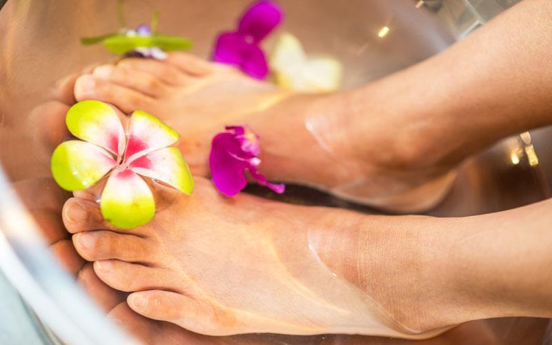 pedicure-in-beauty-parlour-karachi.jpg